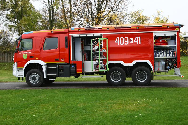 4J8T9528